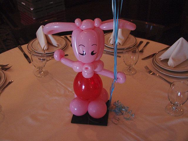 piglet balloon centerpieces