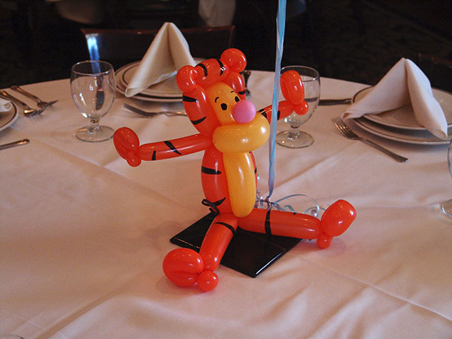 tigger balloon centerpieces