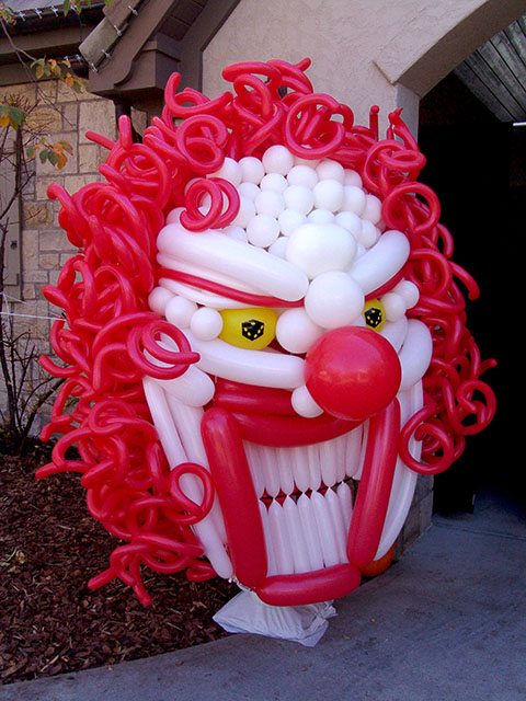 scary clown balloon sculpture